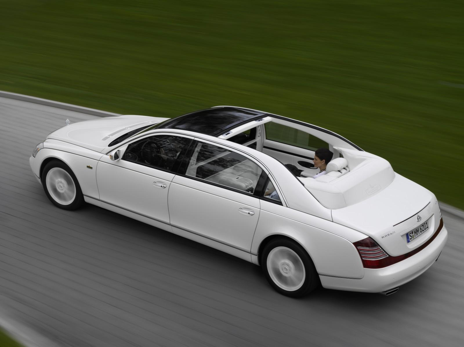 2012_maybach_landaulet_sedan_r3q_av
